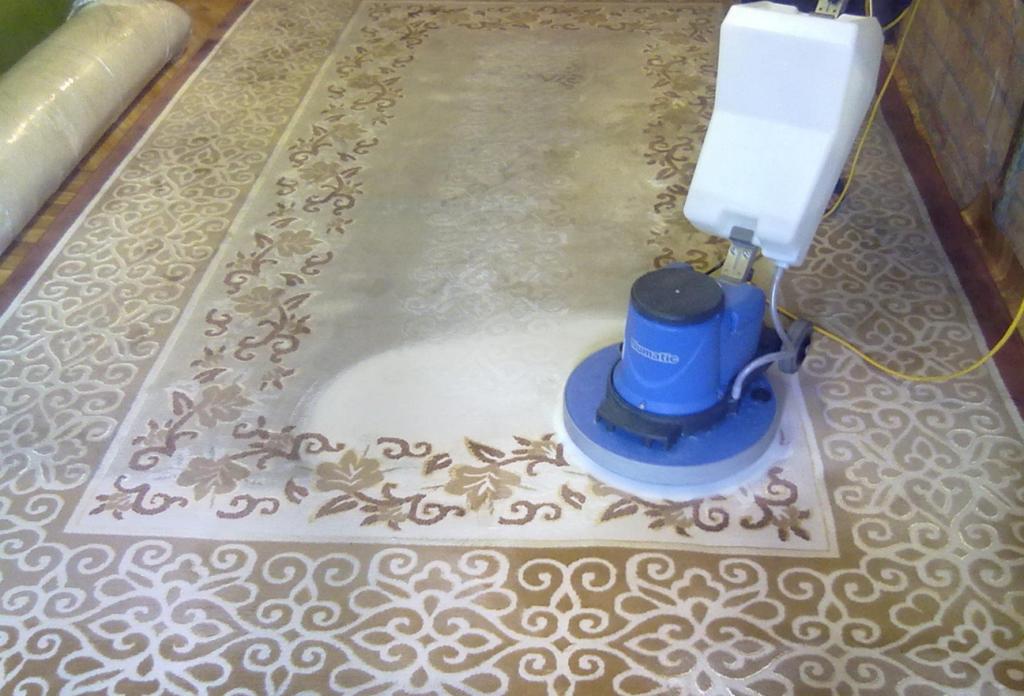 фото Як відбувається хімчистка килимів