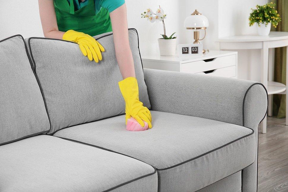фото Як почистити диван сухим чищенням