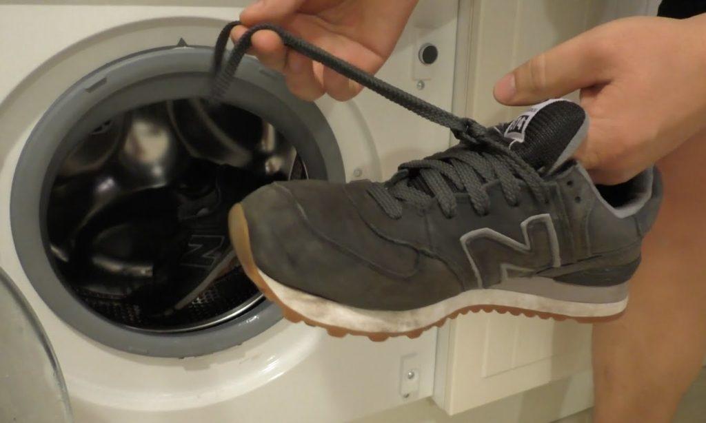 Як стірати кросівки