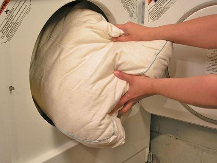 Як стірати подушки